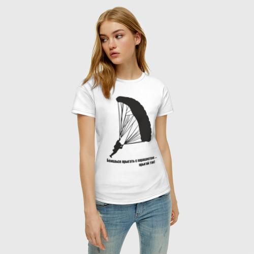 Женская футболка с принтом Боишься прыгать с парашютом - прыгай так!, фото на моделе #1
